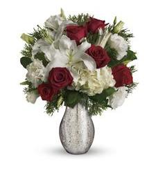 A Christmas Kiss by Teleflora (TWR05-1A)